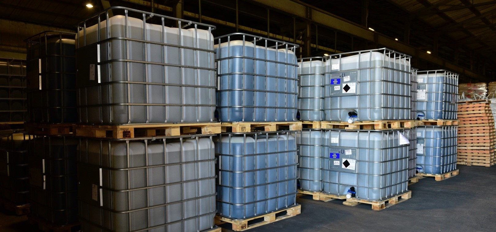 Storage of polymer/gas containers in warehouse
